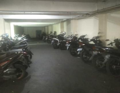 kost jakarta pusat parkir motor